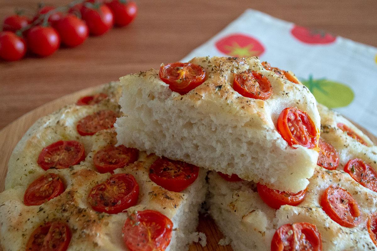 Ricetta Focaccia Con Pomodorini.Focaccia Con I Pomodorini Con La Ricetta Di Nino Il Cucchiaio Verde