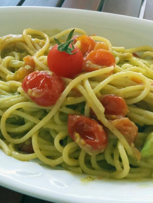 Spaghetti pomodorini e avocado