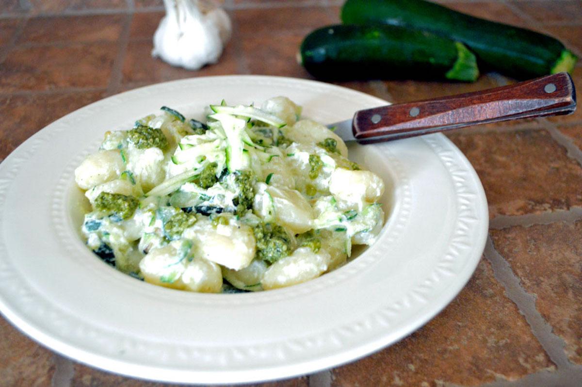 Gnocchi zucchine e pesto