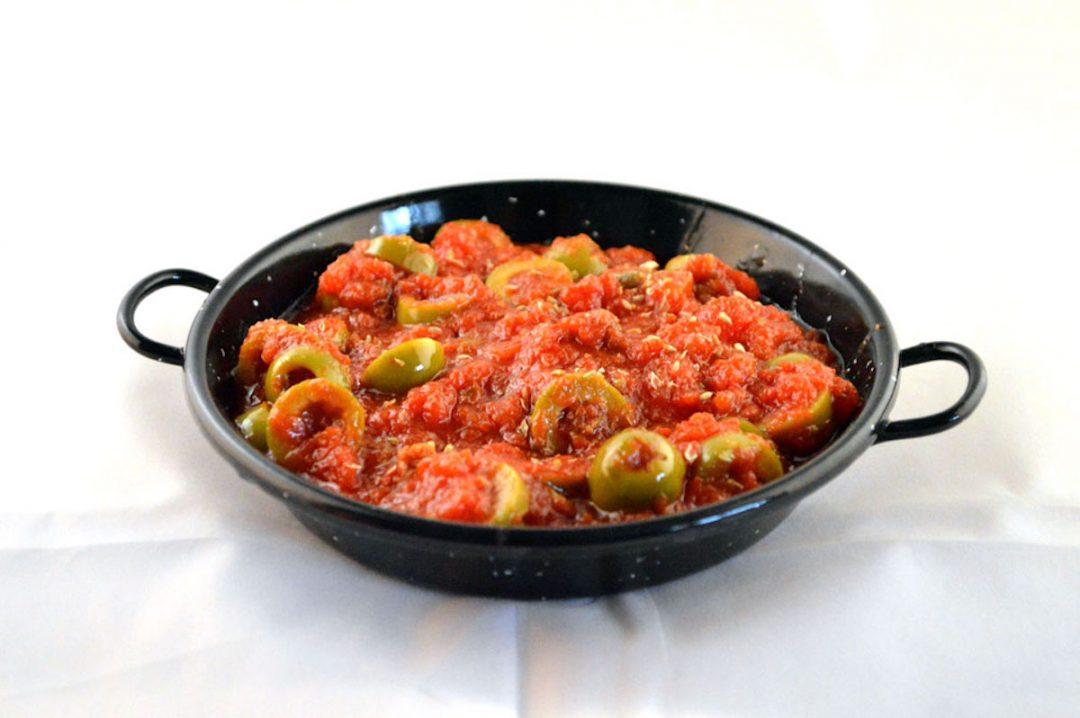 Sugo con pomodoro olive e capperi