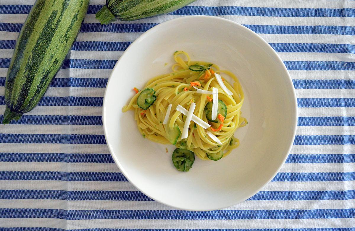 Linguine al limone con zucchine e loro fiori