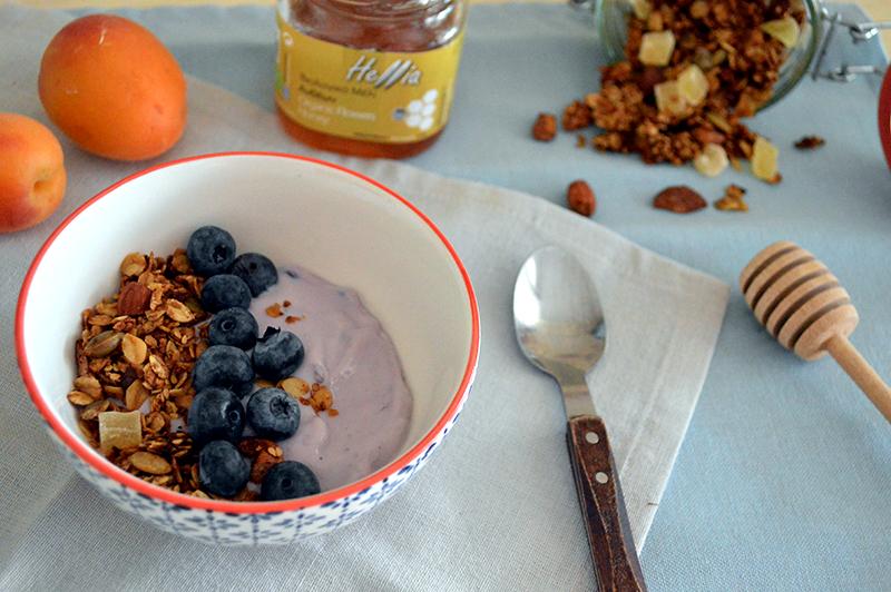 Granola con lo yogurt