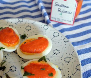 uova sode con salsa rubra